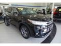 Toyota Highlander XLE AWD Midnight Black Metallic photo #3