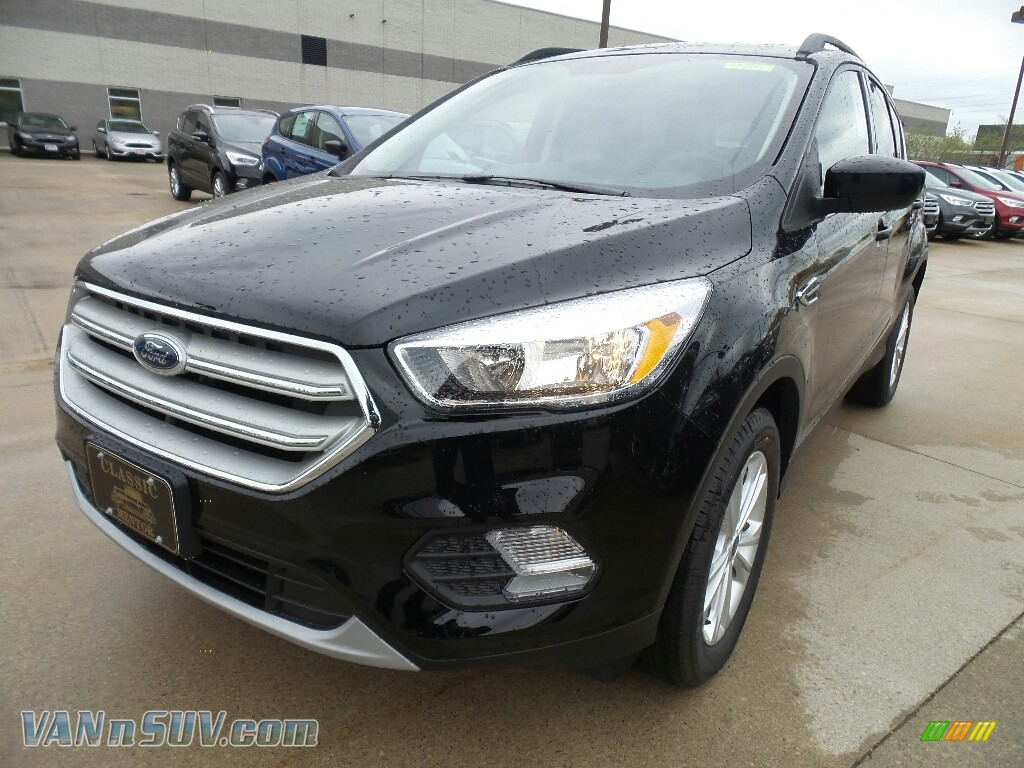 Shadow Black / Charcoal Black Ford Escape SE 4WD