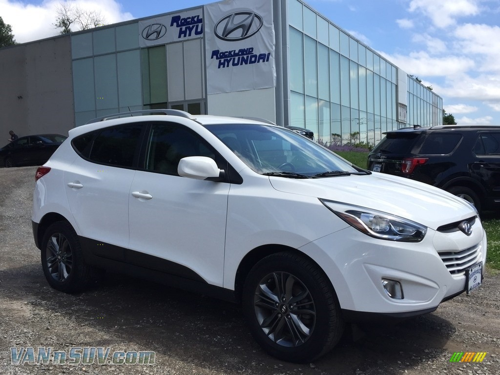 2015 Tucson SE AWD - Winter White / Beige photo #1