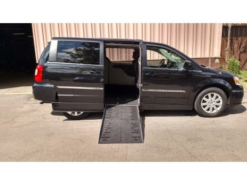 Brilliant Black Crystal Pearl 2016 Chrysler Town & Country Touring