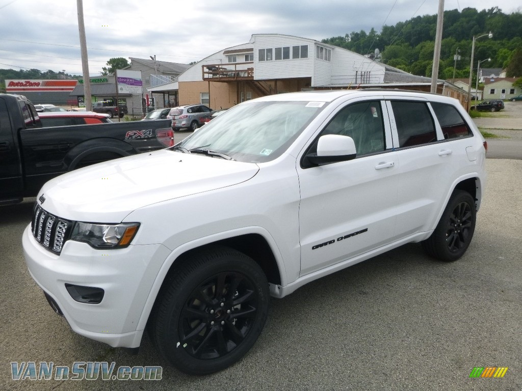 2018 Grand Cherokee Laredo 4x4 - Bright White / Black photo #1