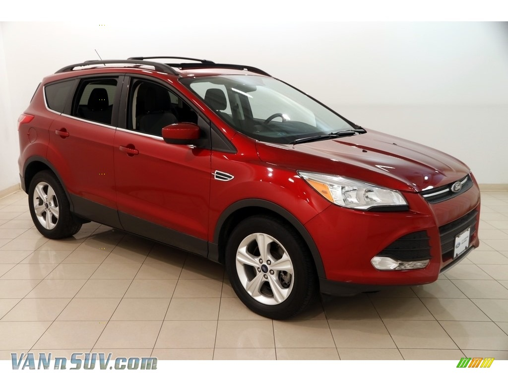 2016 Escape SE 4WD - Ruby Red Metallic / Charcoal Black photo #1