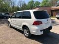 Volkswagen Routan SE Calla Lily White photo #3