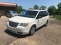 Chrysler Town & Country LX Stone White photo #4