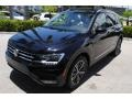 Volkswagen Tiguan SEL Deep Black Pearl photo #4