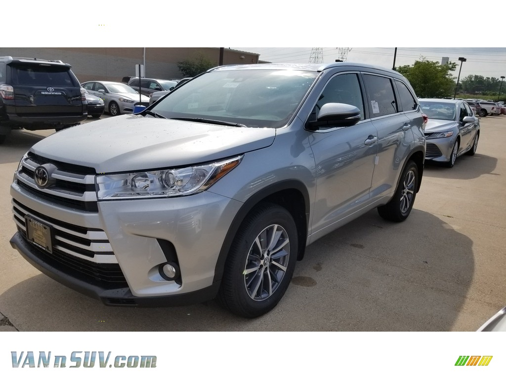 2018 Highlander XLE AWD - Celestial Silver Metallic / Ash photo #1