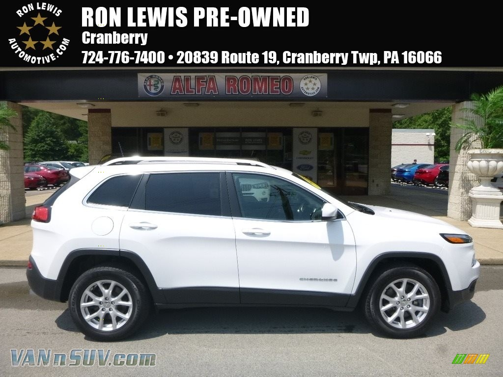 2016 Cherokee Latitude 4x4 - Bright White / Black photo #1