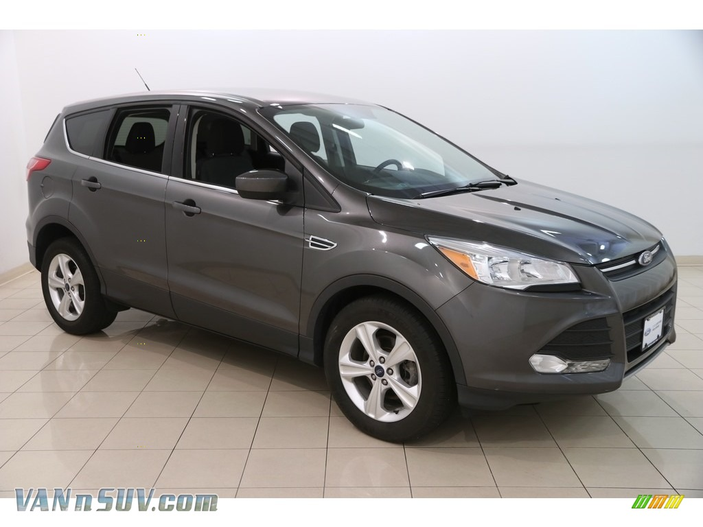 Magnetic Metallic / Charcoal Black Ford Escape SE