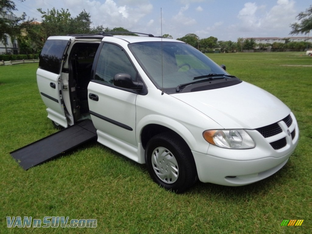 2004 Grand Caravan SE - Stone White / Medium Slate Gray photo #1
