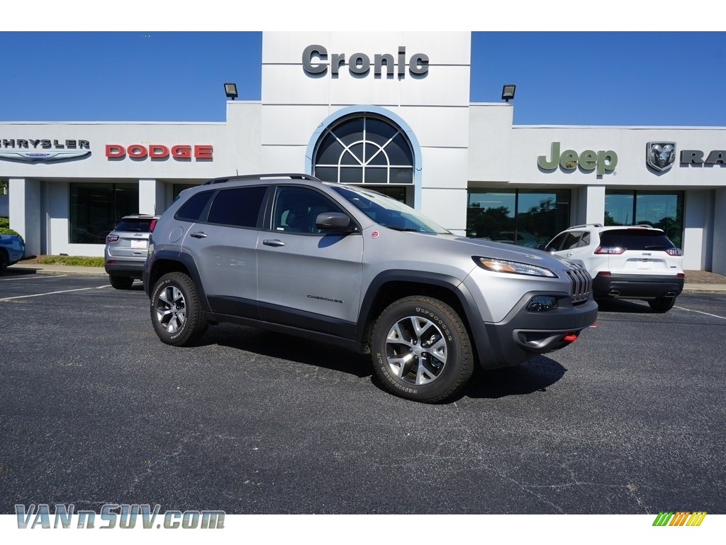 2018 Cherokee Trailhawk 4x4 - Billet Silver Metallic / Black photo #1