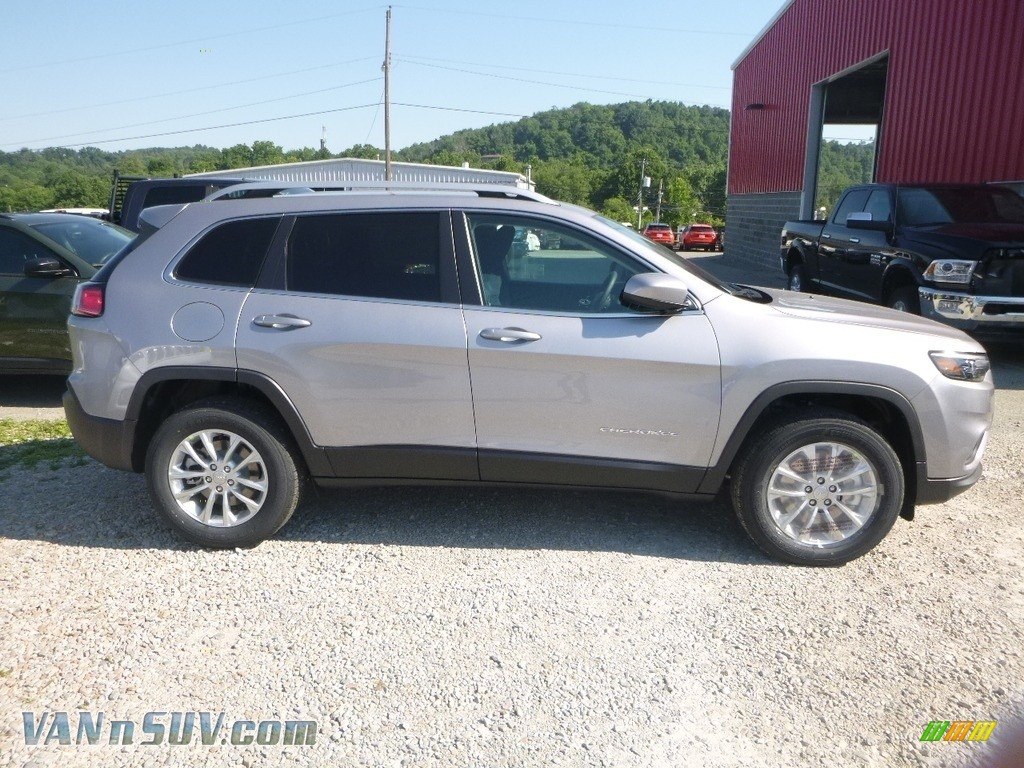 2019 Cherokee Latitude 4x4 - Billet Silver Metallic / Black photo #6
