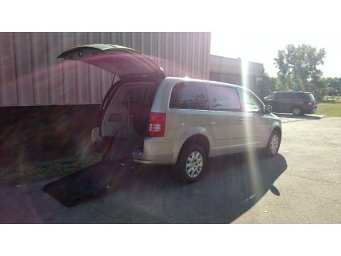 Light Sandstone Metallic 2009 Chrysler Town & Country LX