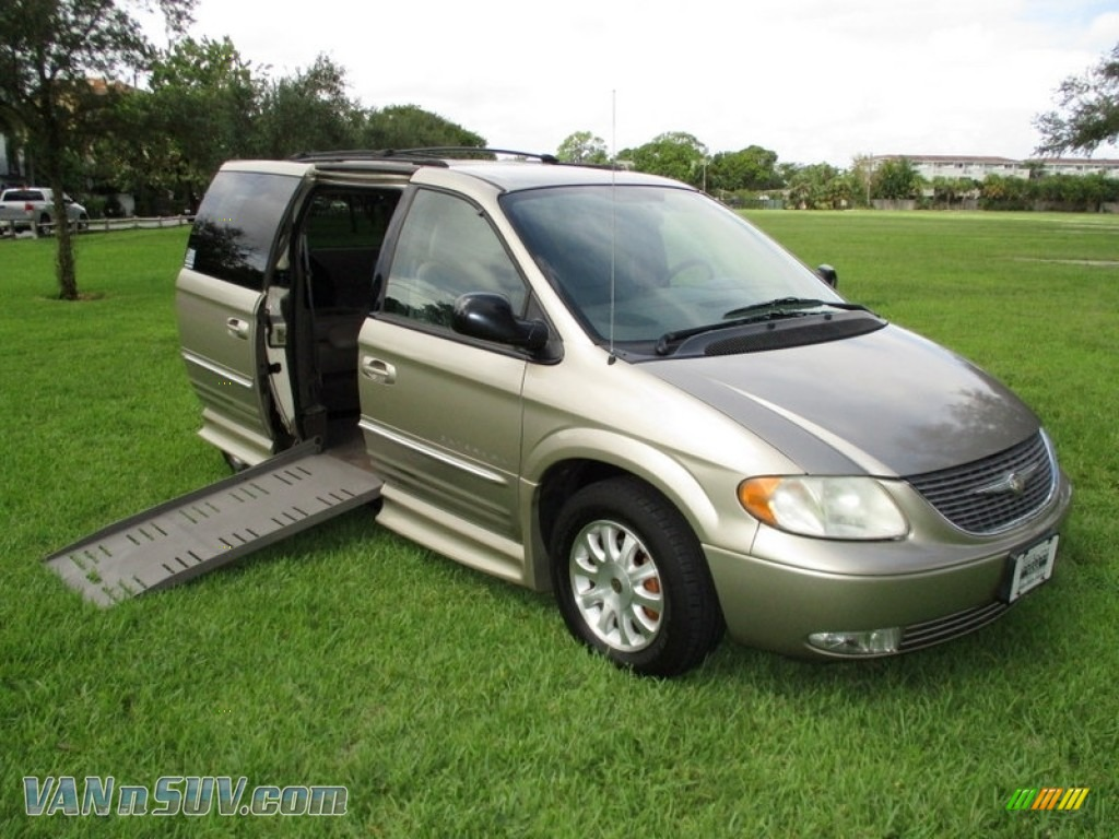 2003 Town & Country LXi - Light Almond Pearl / Taupe photo #1