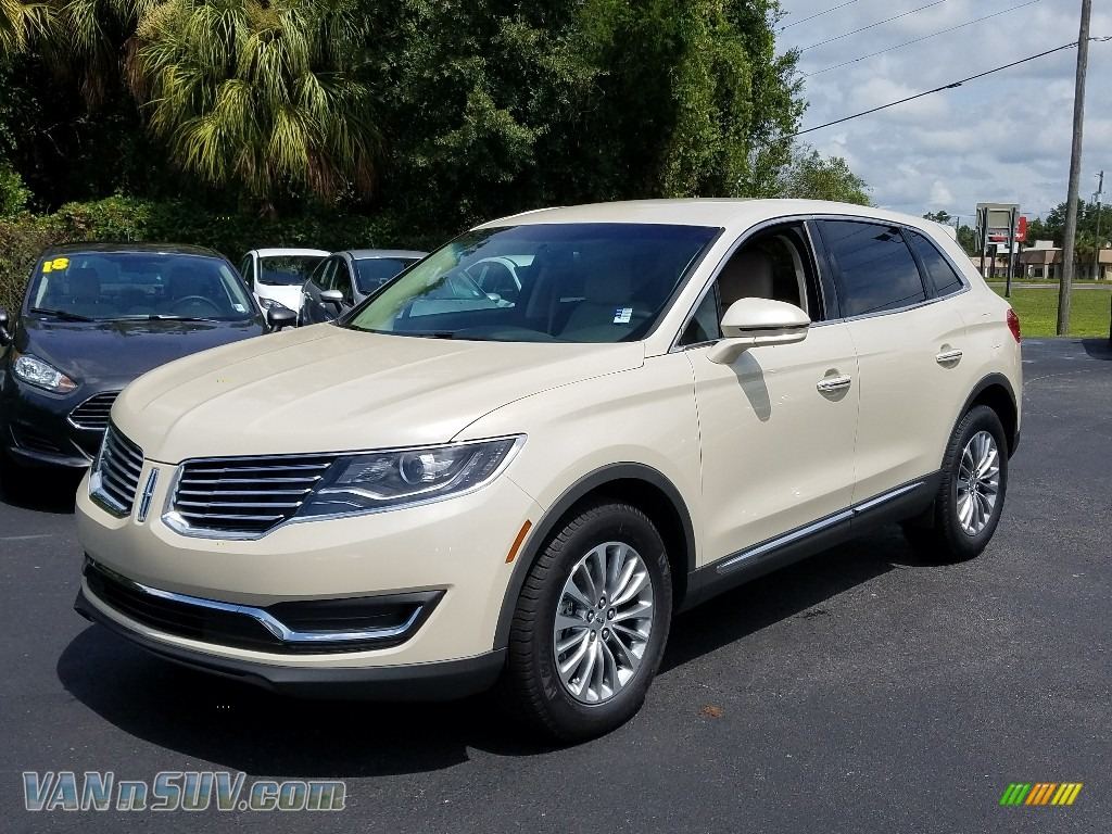 Ivory Pearl Metallic Tri-Coat / Cappuccino Lincoln MKX Select AWD