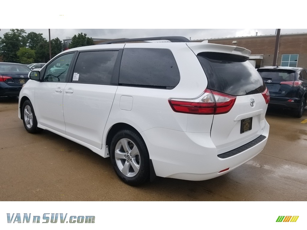 2019 Sienna LE - Super White / Ash photo #2