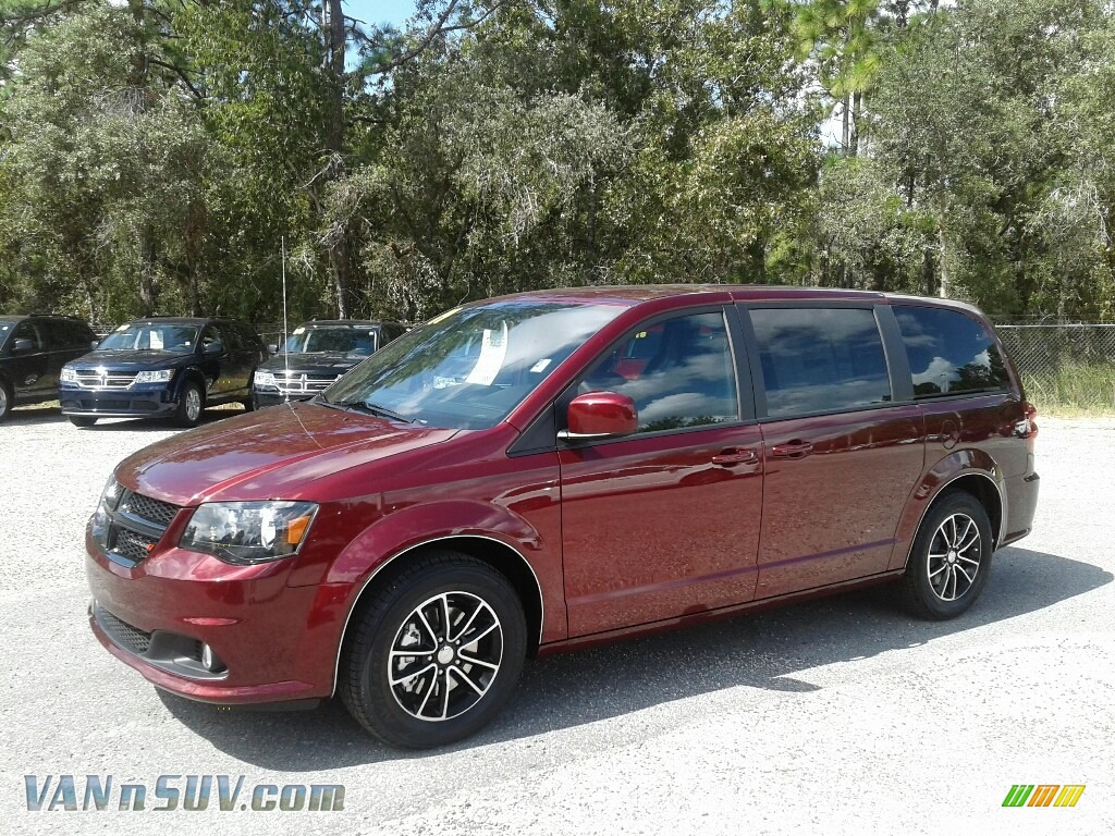 2019 Grand Caravan SE Plus - Octane Red Pearl / Black photo #1