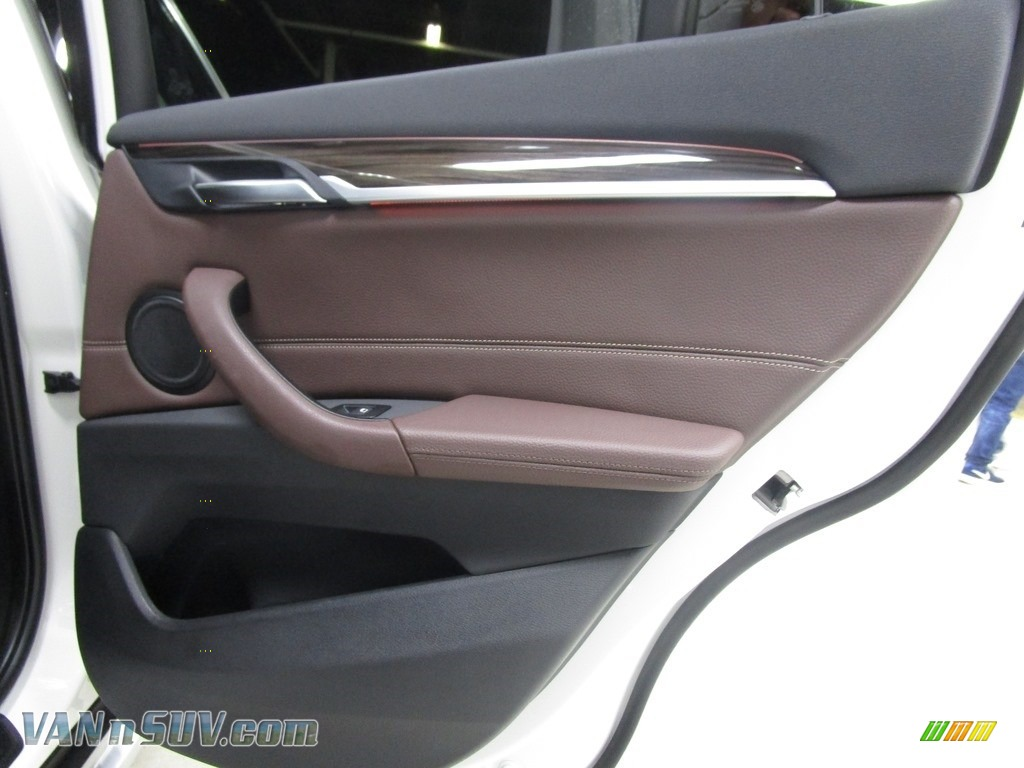 2018 X1 xDrive28i - Alpine White / Mocha photo #18