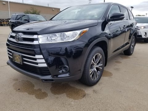 Midnight Black Metallic 2019 Toyota Highlander LE
