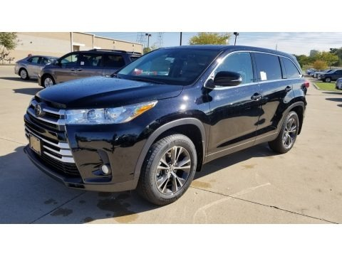 Midnight Black Metallic 2019 Toyota Highlander LE Plus AWD