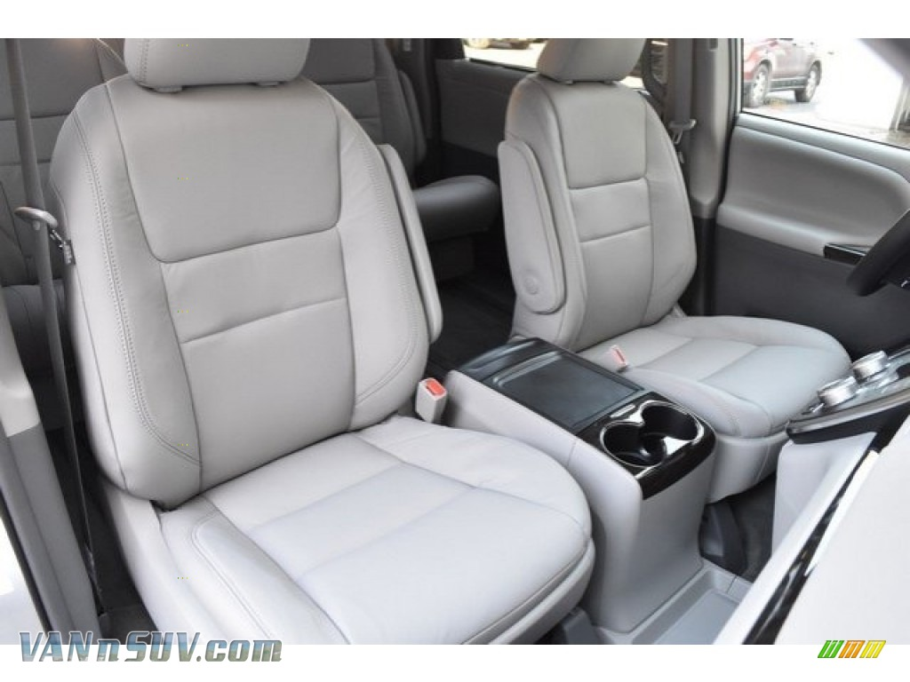 2019 Sienna XLE - Celestial Silver Metallic / Ash photo #13