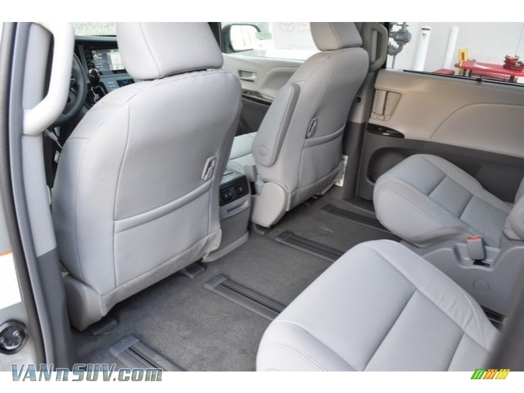 2019 Sienna XLE - Celestial Silver Metallic / Ash photo #14