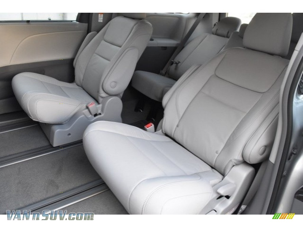 2019 Sienna XLE - Celestial Silver Metallic / Ash photo #16