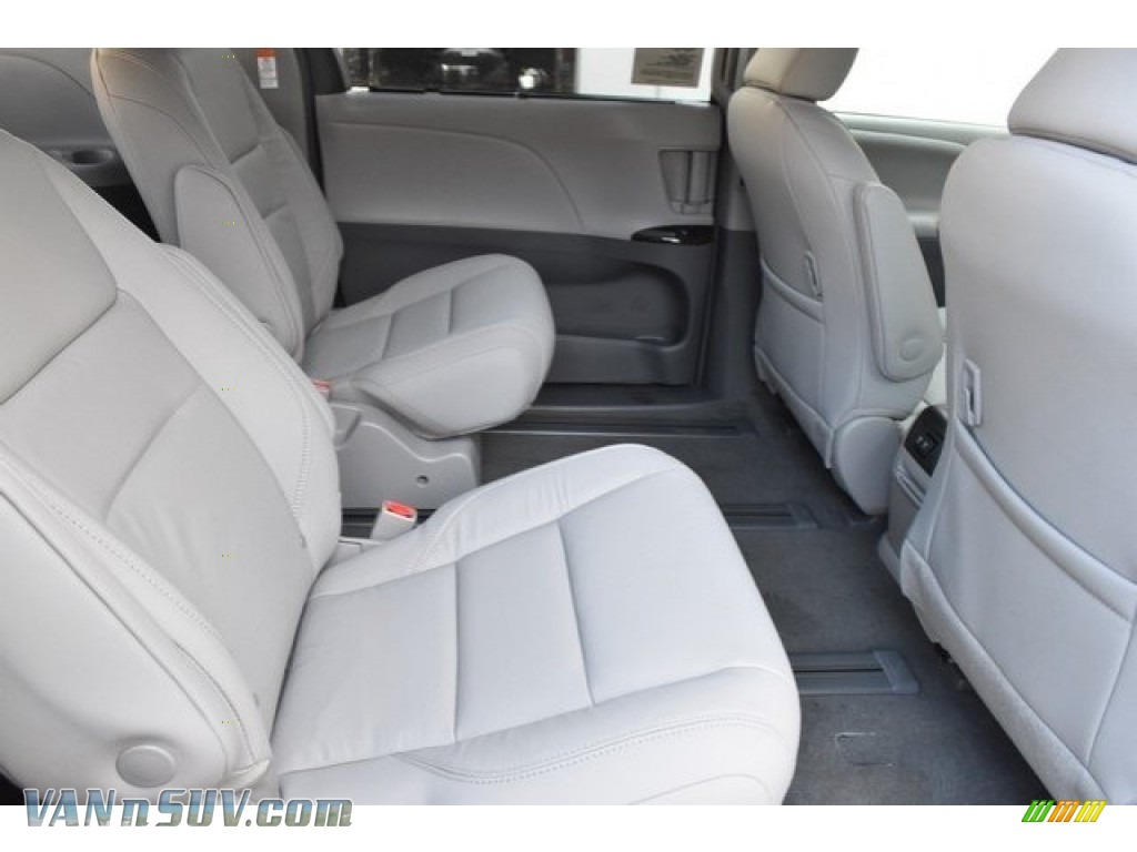 2019 Sienna XLE - Celestial Silver Metallic / Ash photo #18