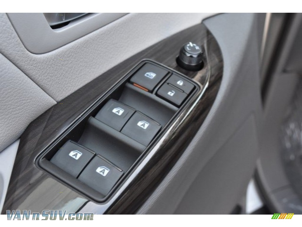 2019 Sienna XLE - Celestial Silver Metallic / Ash photo #26