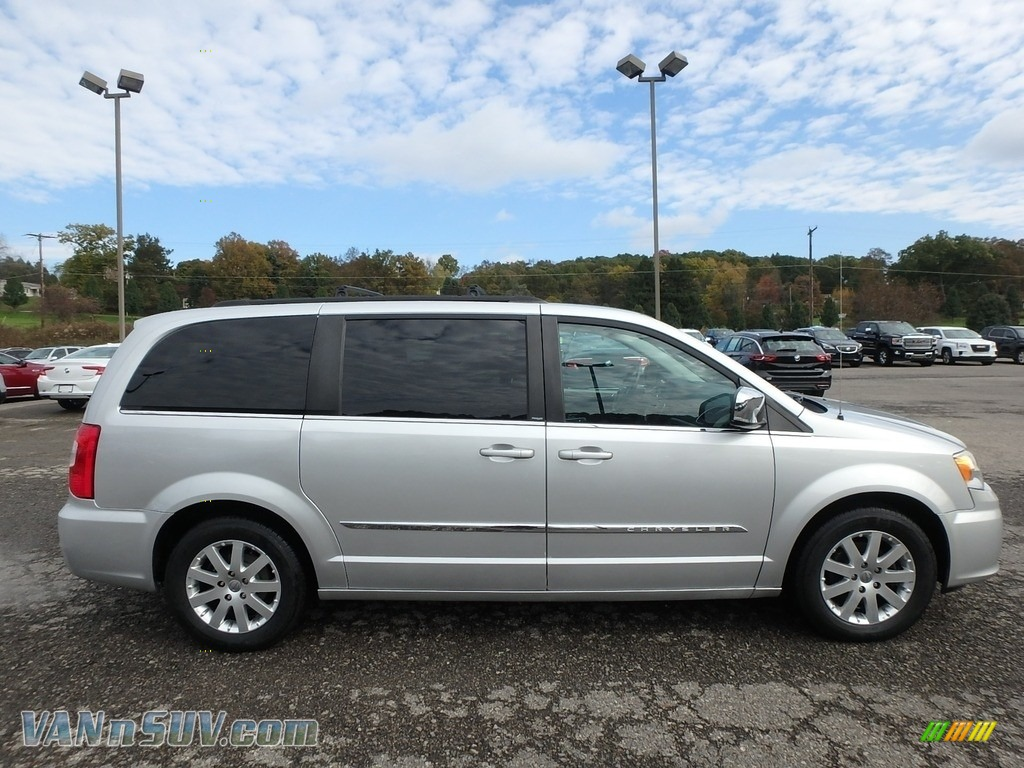 2011 Town & Country Touring - L - Bright Silver Metallic / Black/Light Graystone photo #5