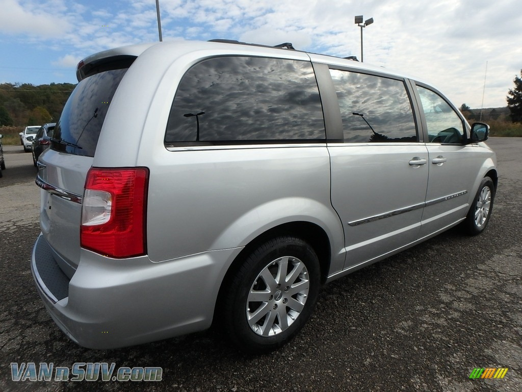 2011 Town & Country Touring - L - Bright Silver Metallic / Black/Light Graystone photo #9