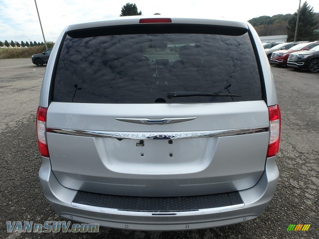 2011 Town & Country Touring - L - Bright Silver Metallic / Black/Light Graystone photo #10