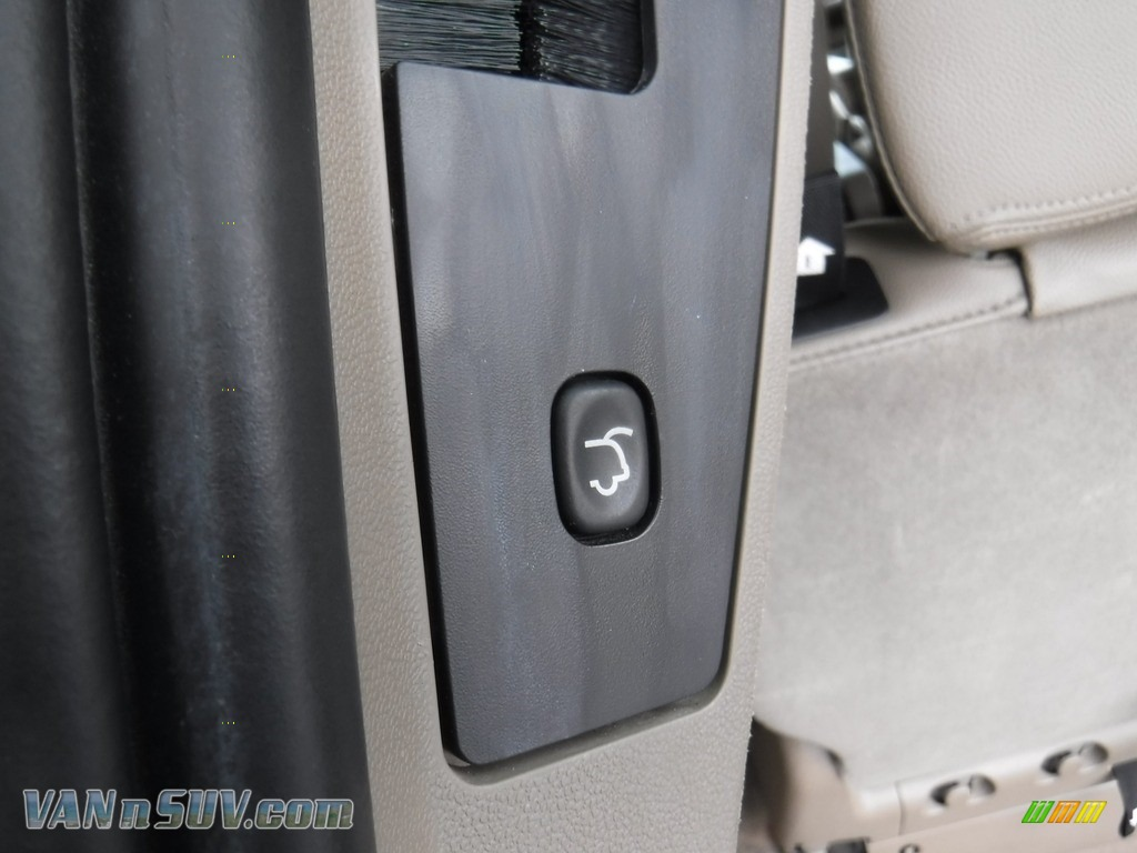 2013 Town & Country Touring - Cashmere Pearl / Dark Frost Beige/Medium Frost Beige photo #27