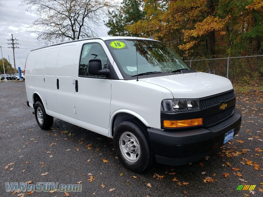 Summit White / Medium Pewter Chevrolet Express 2500 Cargo WT