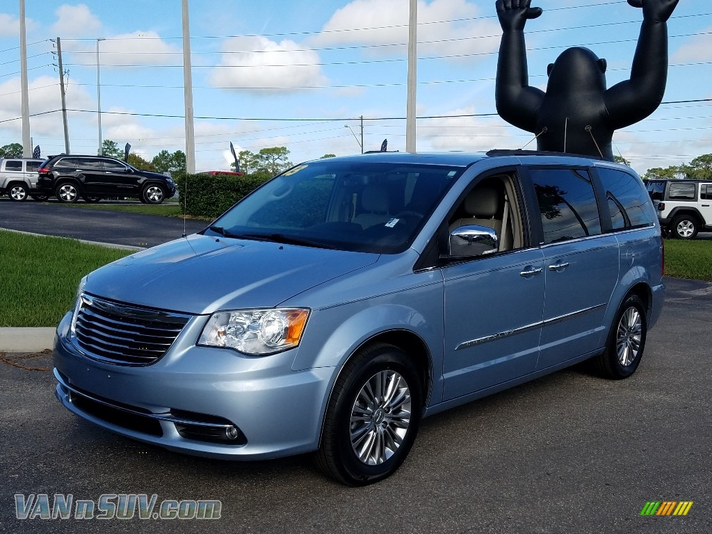 2013 Town & Country Touring - L - Crystal Blue Pearl / Black/Light Graystone photo #1
