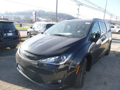 Brilliant Black Crystal Pearl 2019 Chrysler Pacifica Touring L