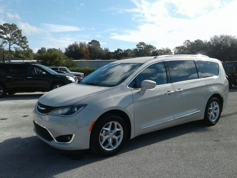Luxury White Pearl 2019 Chrysler Pacifica Touring L Plus