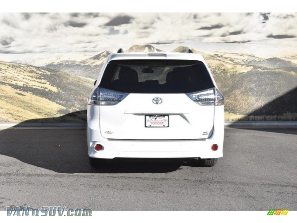 2019 Sienna SE AWD - Super White / Black photo #4