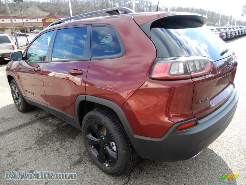 2019 Cherokee Latitude Plus 4x4 - Velvet Red Pearl / Black photo #3