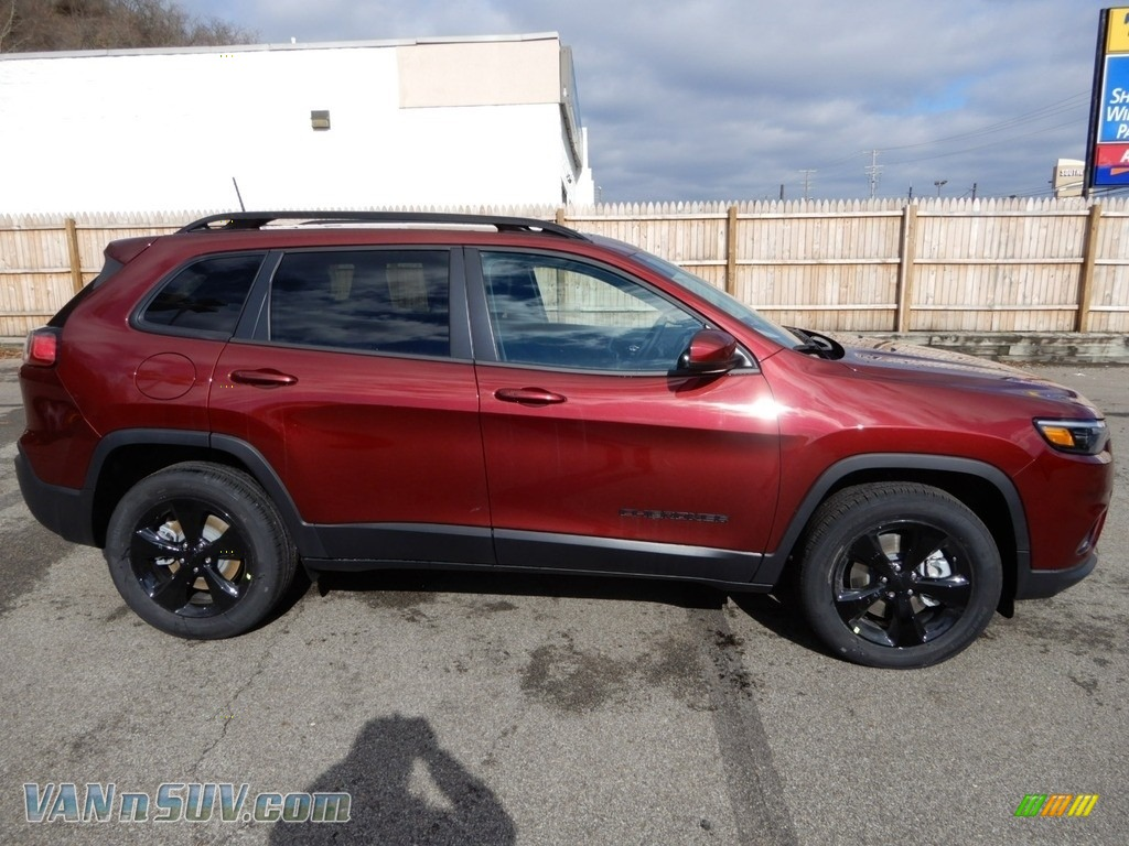 2019 Cherokee Latitude Plus 4x4 - Velvet Red Pearl / Black photo #7