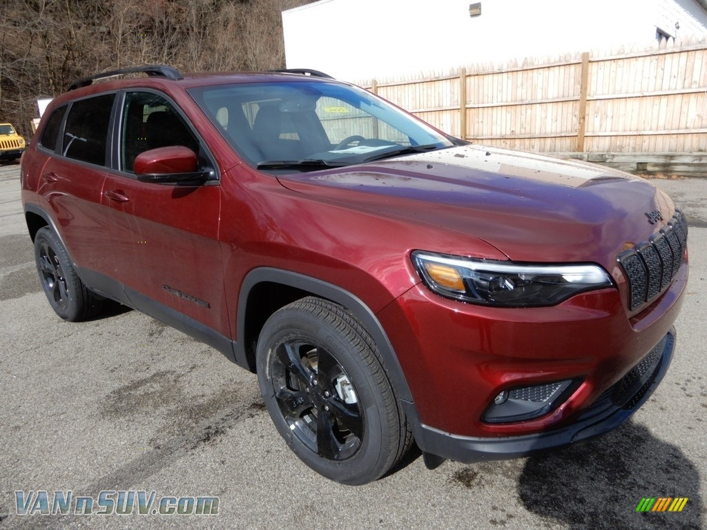 2019 Cherokee Latitude Plus 4x4 - Velvet Red Pearl / Black photo #8