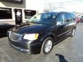 Chrysler Town & Country Touring-L Brilliant Black Crystal Pearl photo #2