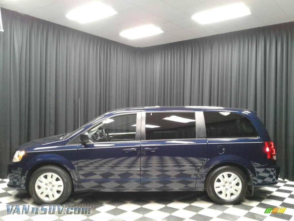 Contusion Blue Pearlcoat / Black/Light Graystone Dodge Grand Caravan SE