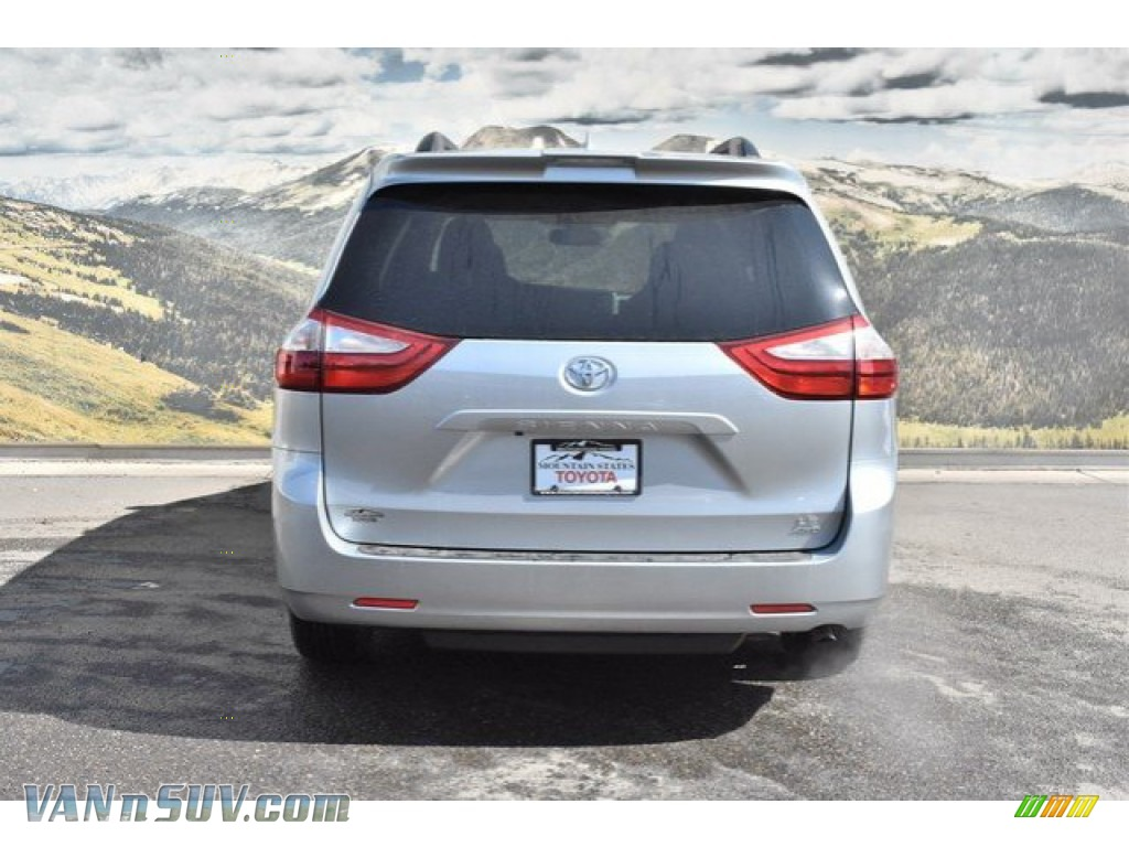 2019 Sienna LE AWD - Celestial Silver Metallic / Ash photo #4