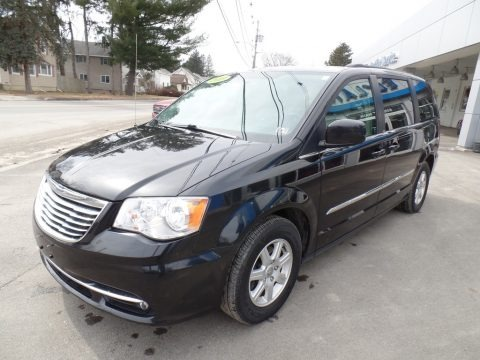 Brilliant Black Crystal Pearl 2013 Chrysler Town & Country Touring