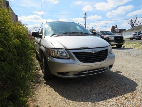 Bright Silver Metallic 2004 Chrysler Town & Country LX