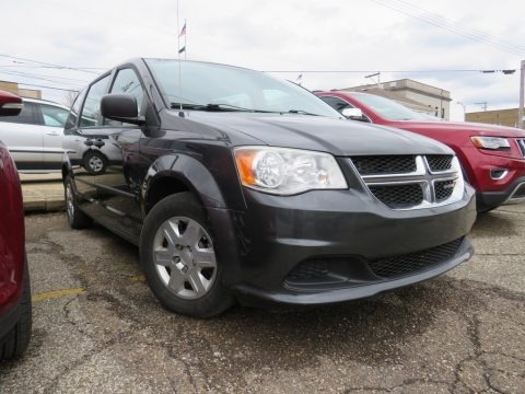 Dark Charcoal Pearl 2012 Dodge Grand Caravan SE