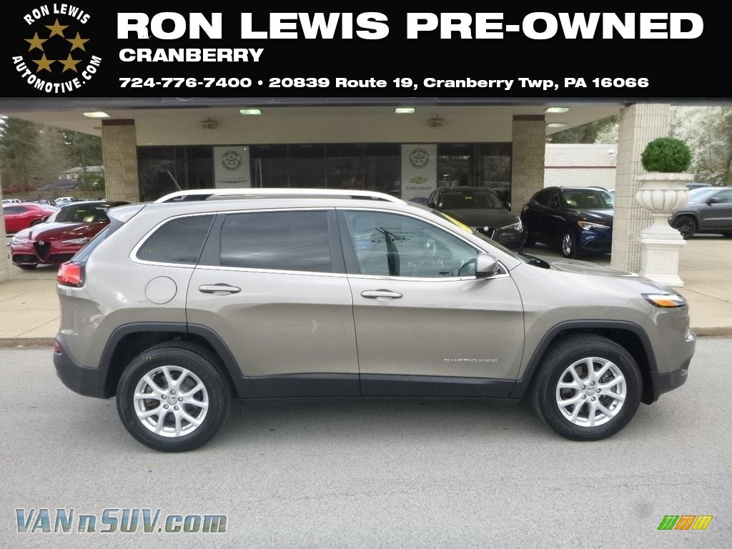 2016 Cherokee Latitude 4x4 - Light Brownstone Pearl / Black photo #1
