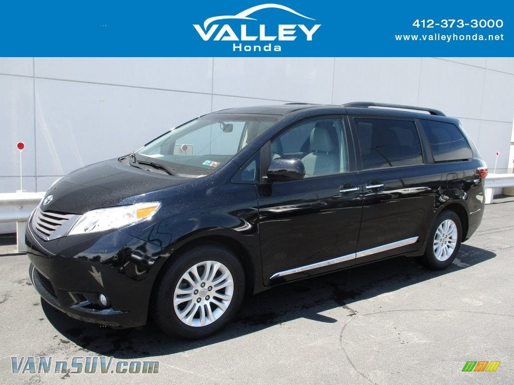 2017 Sienna XLE - Midnight Black Metallic / Dark Bisque photo #1