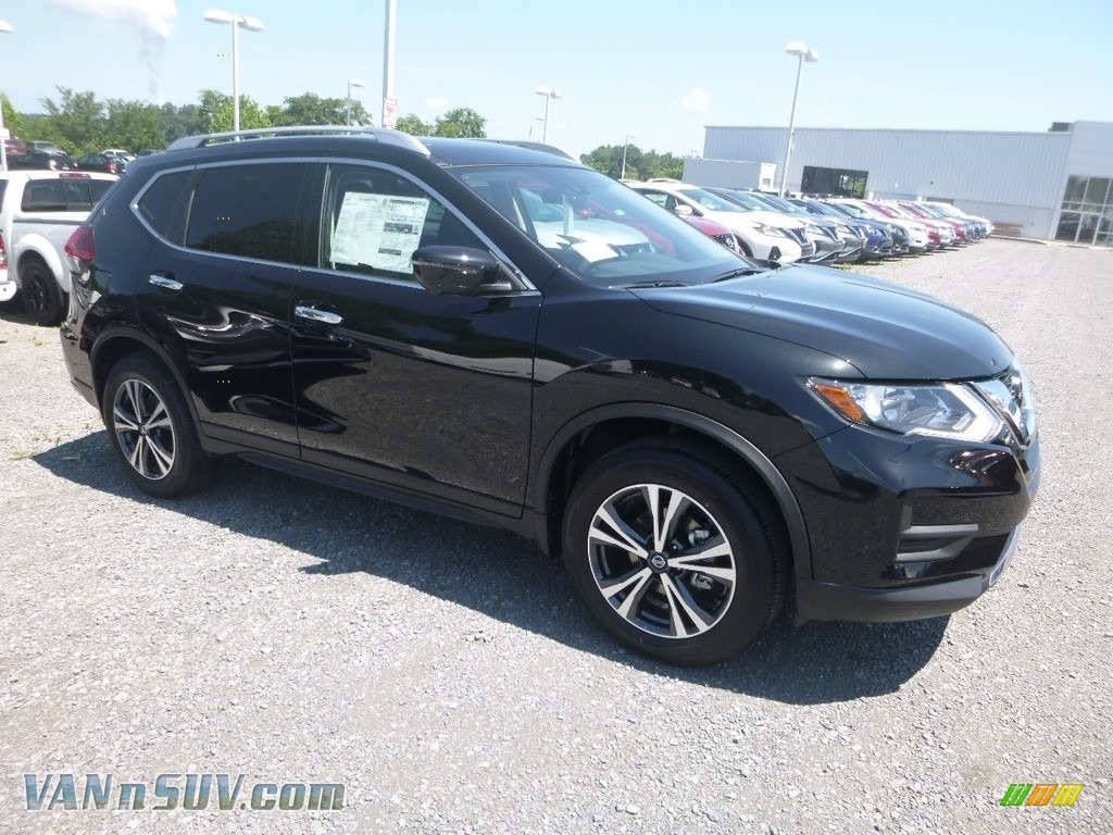 2019 Rogue SV AWD - Magnetic Black / Charcoal photo #1