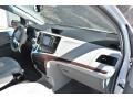 Toyota Sienna XLE AWD Super White photo #17